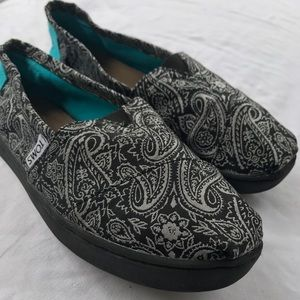 Girls Toms size 2.5